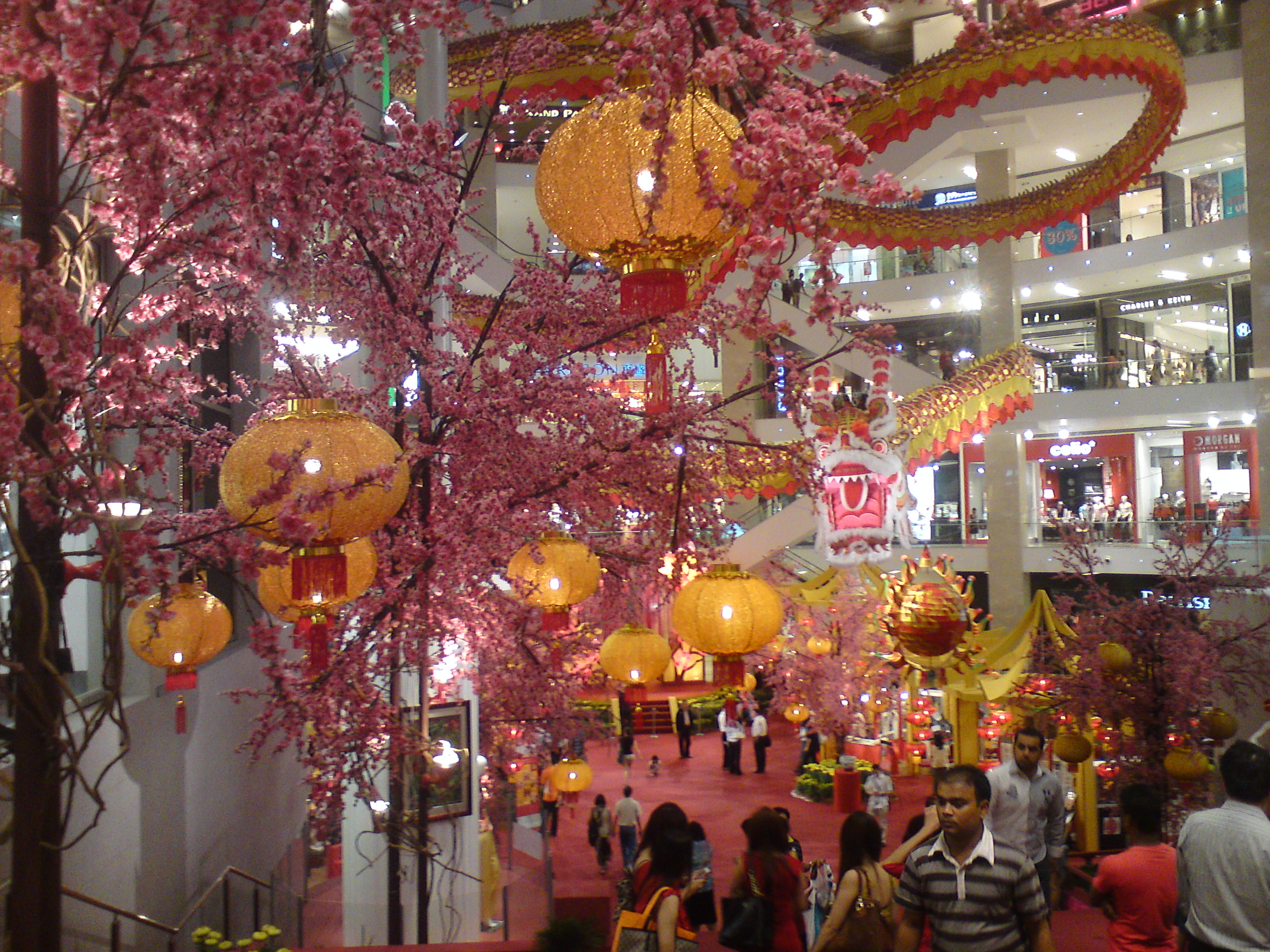 Awesome chinese new year 2012 decoration at pavilion kl for Decoration new year