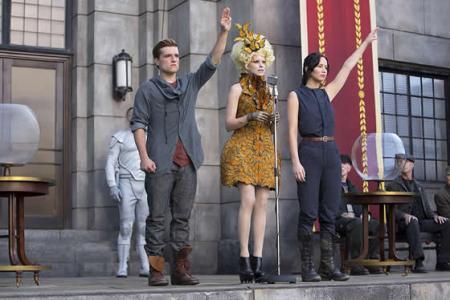 hunger-games-catching-fire-comic-con-jennifer-lawrence-katniss-peeta-full