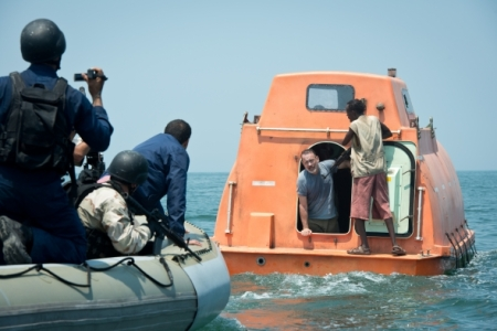captain-phillips-2013-002-lifeboat
