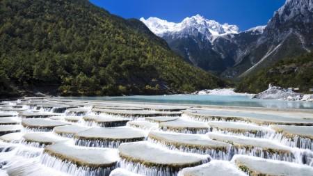 lince_rock_baishui_river_yunnan_province_china_1600x900