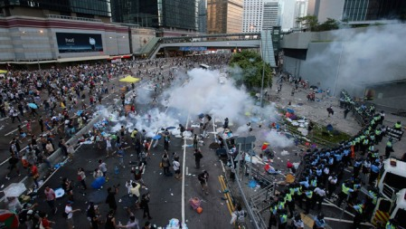 Hong-Kong-police-use-tear-gas