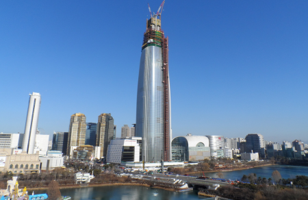 Lotte_World_Tower_under_construction_on_January_2015