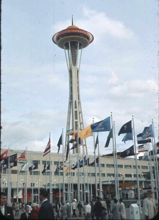 554193a1e58ece706c000357_the-architectural-lab-a-history-of-world-expos-_space_needle_at_world-s_fair__1962-530x731