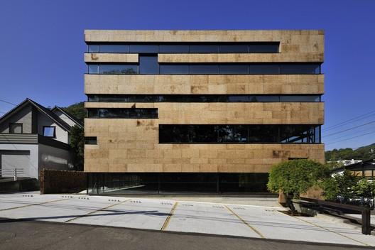 OFFICE_-_HIGO_by_Nakayama_Architects__Japan