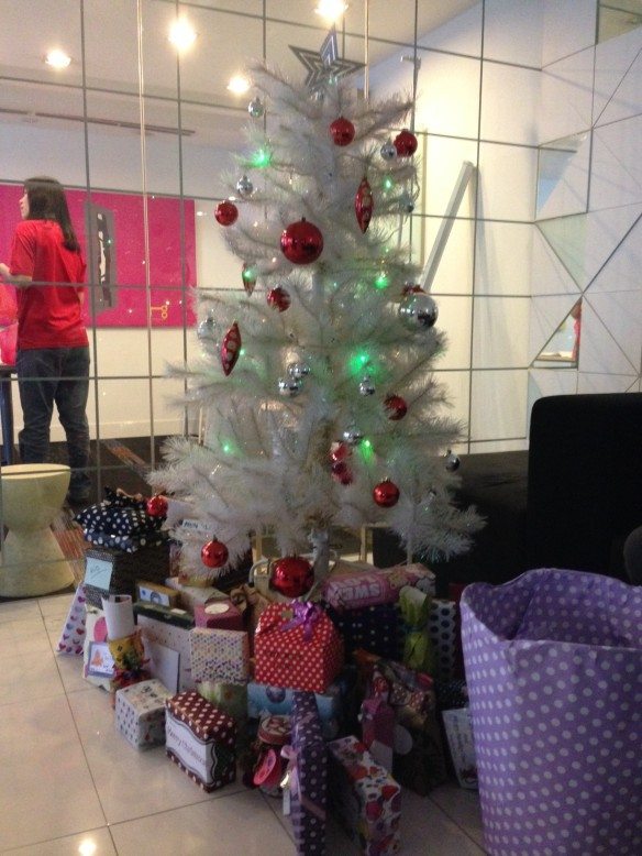 our christmas gifts were all exhibited below the christmas tree in the offices lobby area awaiting for us to unwrap respectively after a gift exchange