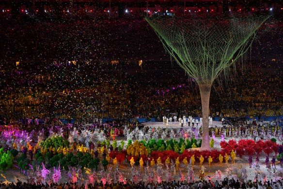 Dancers-perform-during-the-closing-ceremony