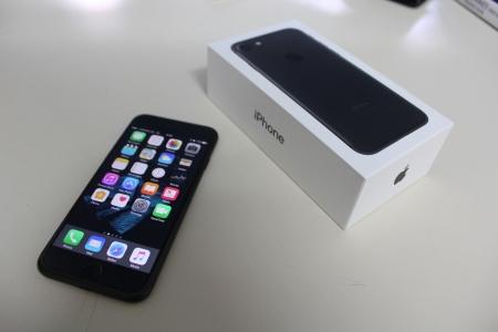 (My new iPhone 7 above, matt black 128GB)