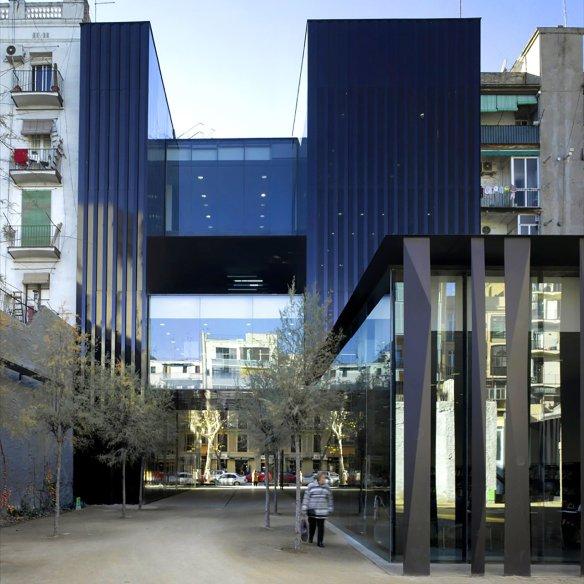 sant-antoni-joan-oliver-library-senior-citizens-center-candida-perez-gardens-barcelona-spain-architecture-rcrc-arquitectes_dezeen_sq
